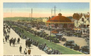 postcard-toronto-sunnyside-beach-amusement-park-drivway-crowds-and-cars-c1930s